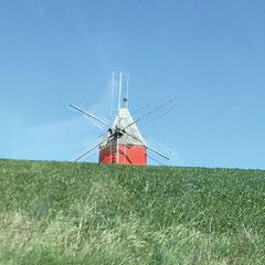 Partez en balade en pays naillousain : son moulin à six ailes si particulier, le quartier du vieux fort, le château du XIIIe siècle, l'Église St Martin de style gothique…