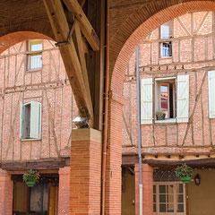 Partez à la découverte de Mazères, bastide du XIIIème siècle ville préférée du célèbre Comte de Foix, Gaston Fébus, et ses principaux édifices : l'Hôtel Ardouin, son jardin Renaissance et son vieux musée, la Castellane (Mairie), l'église…