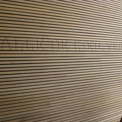 même pour écrire le nom des salles