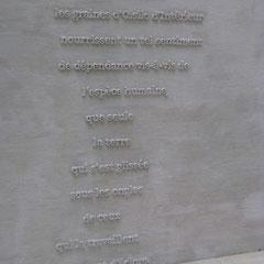 un exemple des textes qui sont écrits un peu partout dans le théâtre