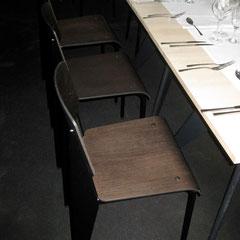 ces chaises aussi