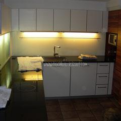 Umbau einer Küche in Schichtstoff weiss und Granit