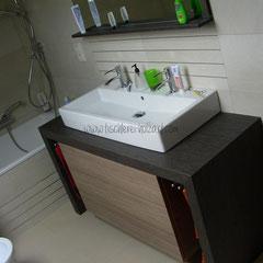 Design-Waschtisch-Bügel