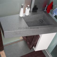 Waschbecken in Mineralwerkstoff