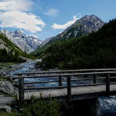 Der Blick ins wildromantische Cluozza-Tal.