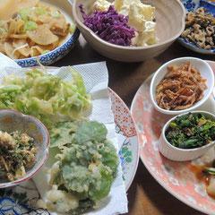 春の一例 ツクシの酢の物、ナノハナのお浸し、フキノトウとユキノシタの天ぷら、ノビルのぬた、切干し大根のピリ辛煮、、、