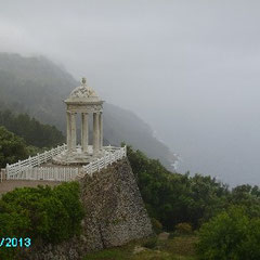 Neoklassizistischer Pavillon aus Marmor im Garten von Son Marroig