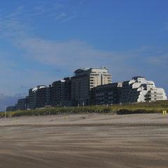 Im Hintergrund das Hotel Huis ter Duin