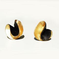 Aurélie Lejeune - boucle synergie noir/or  - porcelaine froide - tige argent oxidé -