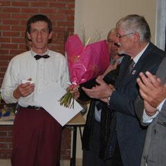 Philippe reçoit sa médaille