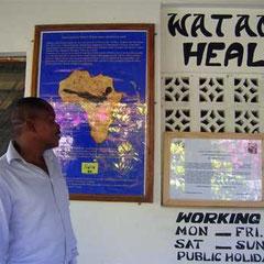 Malingi Shindo presso la vecchia sede della Clinica nel Centro di Watamu
