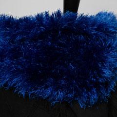 #243 Königsblauer Fussel-Schlauchschal. Umfang 52 cm, Höhe 22 cm. 100% Polyester     42,-€