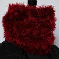 #245 Roter Fussel-Schlauchschal. Umfang 44 cm, Höhe 25 cm. 100% Polyester     42,-€