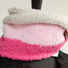 """#26 """"Marshmallow""""-Wickelschal. Umfang 108 cm, Höhe 17 cm. 100% Polyester     65,-€"""