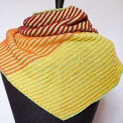 #446 Dreieckstuch asymmetrisch hellgrün und orange-gelb-weinrot. 174 cm breit, 33 cm hoch. 100% Baumwolle     115,-€
