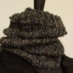 #102 Schlauchschal/Mütze graumeliert. Umfang 32 cm, Höhe 32 cm. 100% Schurwolle    48,-€