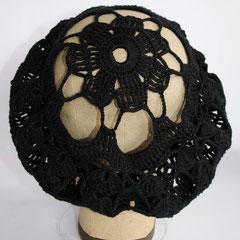 #130 Häkelmütze schwarz mit grossen Löchern. Umfang ~52 cm. 100% Baumwolle     45,-€