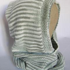 #432 Kapuzen-Schlauchschal grau-weiss meliert. Umfang Schlauch 50 cm, Höhe 53 cm. 50% Viskose, 50% Polyacryl     75,-€