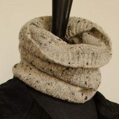 #106 Schlauchschal/Mütze hellgrau Tweed. Umfang 40 cm, Höhe 27 cm. 100% Schurwolle     65,-€