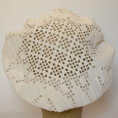 #328 weisse Filethäkel-Baskenmütze. Umfang ~55 cm. 100% Baumwolle     65,-€
