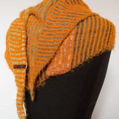#443  Dreieckstuch schmal orange und bunt. 194 cm breit, 34 cm hoch. 145,-€