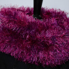 #312 Fussel-Wickelschal pink-lila. Umfang 130 cm, Höhe 17 cm. 100% Polyester     65,-€