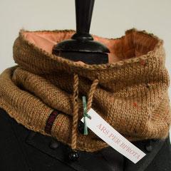 #11 hellbrauner Tweed-Weithals-Schlauchschal, gefüttert. Umfang 78 cm, Höhe 31 cm. 52% Wolle, 45% Mohair, 3% Viskose,Futter 100% Polyester     82,-€