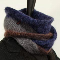 #88 Schmaler Streifen-Wickelschal blau-grau-braun. Umfang 106 cm, Höhe 16 cm. 62% Mohair, 22% Polyester, 16% Wolle     58,-€