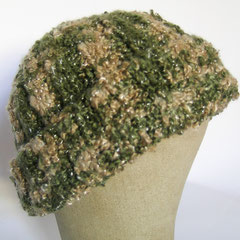 #370 Rippen-Mütze beige-olivgrün. Umfang ~ 56 cm. 90% Polyacryl, 10% Polyester     32,-€