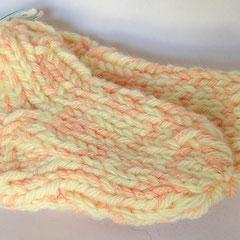 #410 Dicke DICKE Socken hellgelb, lachs, 2 dicke Fäden. Grösse 22/23. Polyacryl, Wolle     12,-€