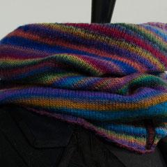 #61 Mille-Colori-Schlauchschal. Umfang 58 cm, Höhe 34 cm. 75% Schurwolle, 25% Polyamid     72,-€