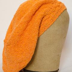 #311 Mütze orange mit Zopf-Bündchen. Umfang ~ 56 cm. 60% Baumwolle, 20% Viskose, 20% Polyacryl     52,-€