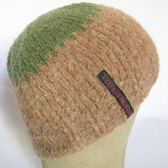 #378 Mütze Teddy-Optik hellbraun mit grün. Umfang ~ 54 cm. 60% Wolle, 40% Polyamid     35,-€