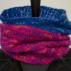 #272 violett+blau Schlauchschal. Umfang 56 cm, Höhe 32 cm. 38% Polyacryl, 23% Wolle, 20% Mohair, 19% Polyester     48,-€