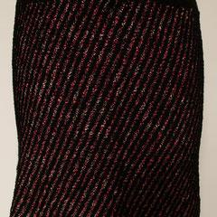 #489 Diagonal-Rock pinknoppig und schwarz. Umfang 70 cm, Länge 40 cm. pinknoppig 30% Baumwolle, 21% Viskose, 10% Leinen, 20% Polyacryl, 19% Polyamid, schwarz 100% Polyester     135,-€