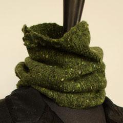 #107 Schlauchschal/Mütze tannengrün Tweed. Umfang 40 cm, Höhe 23 cm. 100% Schurwolle     65,-€
