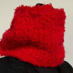 #82 Dicker roter Wickelschal. Umfang 104 cm, Höhe 18 cm. 100% Schurwolle     95,-€