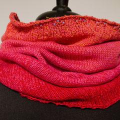 #483 Schlauchschal Farbverlauf orange-pink-rot. Umfang 60 cm, Höhe 48 cm. 50% Baumwolle, 50% Polyacryl     68,-€