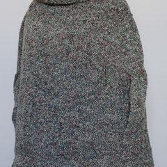 #361 Poncho mit Arm-Durchgriff, Chenille. 77 cm hoch, 154 cm Umfang. 100% Polyacryl     245,-€