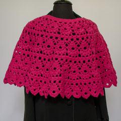 #291 Pinkfarbener Häkelponcho. 37 cm hoch, 176 cm Umfang. 100% Schurwolle     240,-€