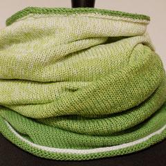 """#437 Riesen-Wickelschal Farbverlauf """"weiss-zu-grün"""". Umfang 118 cm, Höhe 62 cm. 50% Baumwolle,50% Polyacryl     145,-€"""