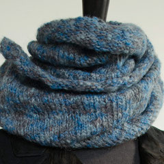 #30 Mischhimmelblauer Wickelschal. Umfang 108 cm, Höhe 34 cm. 100% Polyacryl     65,-€