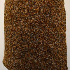 #508 Rock orangeschwarzweiss-Noppen. Umfang 86 cm, Länge 36,5 cm. 30% Baumwolle, 21% Viskose, 10% Leinen, 20% Polyacryl, 19% Polyamid     135,-€