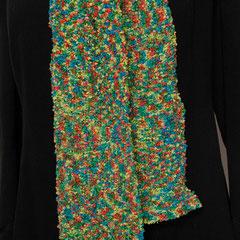 #357 Kapuzenschal rotgrüngelbblau. 210 cm x 24 cm. Polyacryl und Baumwolle     130,-€