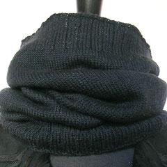 #388 langer Schlauchschal/Mütze schwarz. Umfang 50 cm, Höhe 47 cm. 100% Schurwolle     88,-€