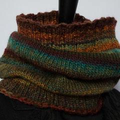 #309 Vielfarb-Schlauchschal Herbst. Umfang 58 cm, Höhe 32 cm. 50% Schurwolle, 50%Polyacryl     42,-€