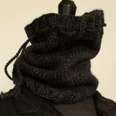 #98 Dicker Schlauchschal/Mütze, anthrazit. Umfang 42 cm, Höhe 29 cm. 60% Wolle, 40% Polyacryl   48,-€