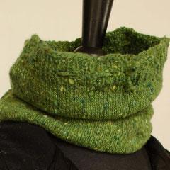 #108 Schlauchschal/Mütze hellgrün Tweed. Umfang 42 cm, Höhe 26 cm. 100% Schurwolle     65,-€