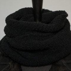 #279 Kuschel-Wickelschal schwarz. Umfang 106 cm, Höhe 25 cm. 100% Polyester     65,-€
