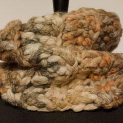 #447 dickster Schlauchschal gehäkelt. Umfang 54 cm, Höhe 21 cm. Wolle und Polyacryl     38,-€